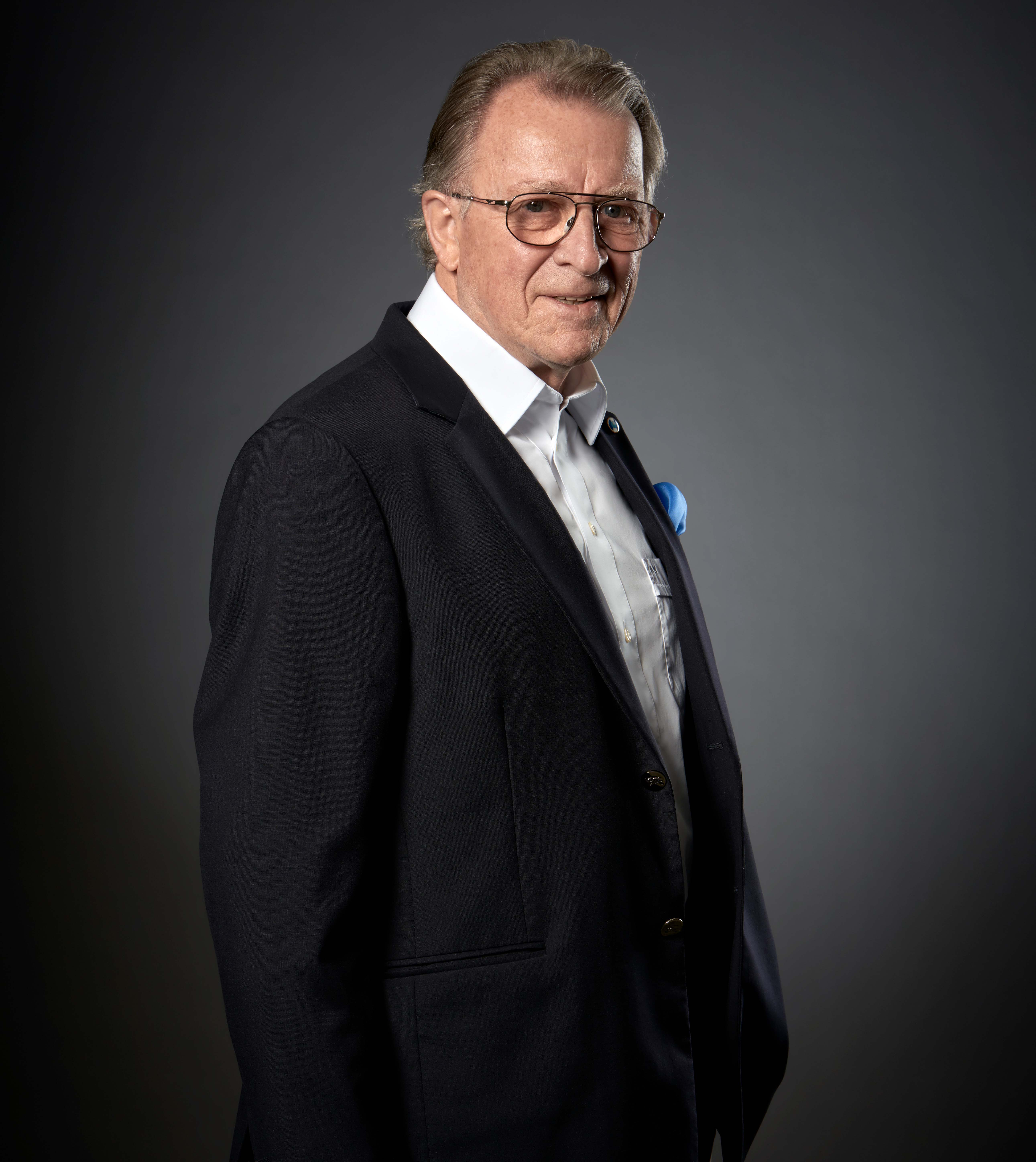 Dr.  Axel Kleemann